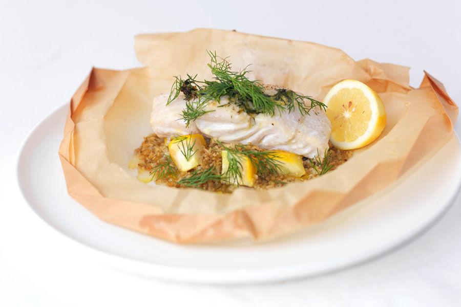 Hurtig, lækker, mad, hurtig lækker mad, madlavning på 10 minutter, ingen forberedelse, hurtige opskrifter, hurtig kogebog, simple madretter, mad for alle, lækre hurtige opskrifter, fiskepakker, fisk en papillote, fisk i bagepapir, hvidvin, fisk med fløde