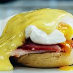 Forkæl familien søndag morgen med eggs benedict a la Price