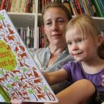 Sådan laver du dialogisk læsning med dit barn