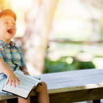Sådan gør du det sjovt at læse sammen – 6 ting, dit barn vil elske!