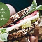 Rugbrødssandwich med avokado, gedeost og råsyltede rødløg