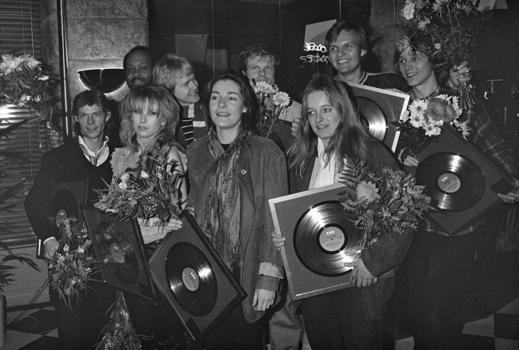 Anne Sanne og Lis, Jan Eriksen, Sanne Salomonsen, Anne Linnet, Lis Sørensen, musik, musikbiografi, populærmusik, rockmusic,