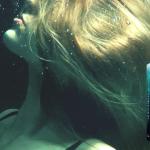 Når presset bliver for stort – læs det første kapitel af Og så drukner jeg …