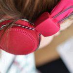Mit forhold til lydbøger – en personlig fortælling om at lære at lytte til bøger
