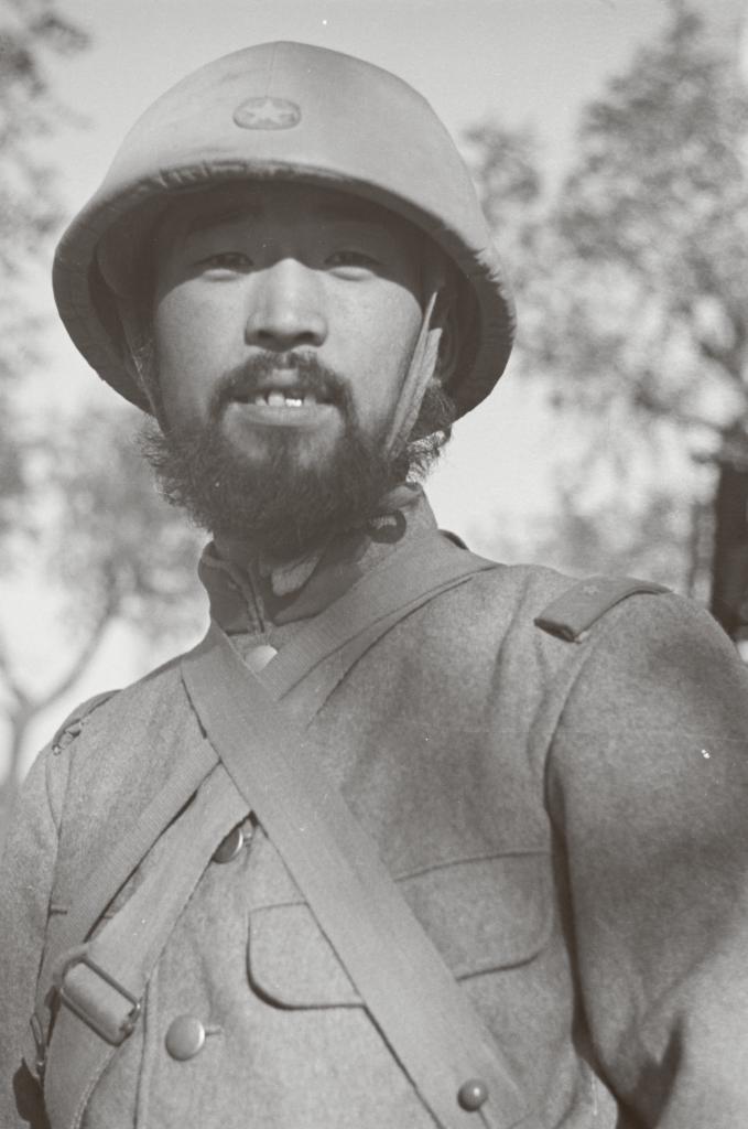 Japansk soldat fra krigen i Kina i 1937. Mange japanere lod deres skæg vokse til betydelige længder ved fronten, dels fordi de primitive feltforhold gjorde barbering vanskelig, og dels fordi de tilstræbte et krigerisk udseende.