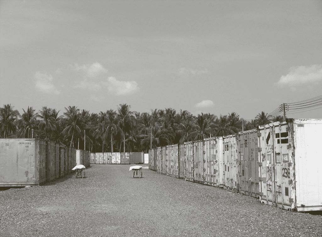 Frysecontainere, foto fra Udenfor skinner solen