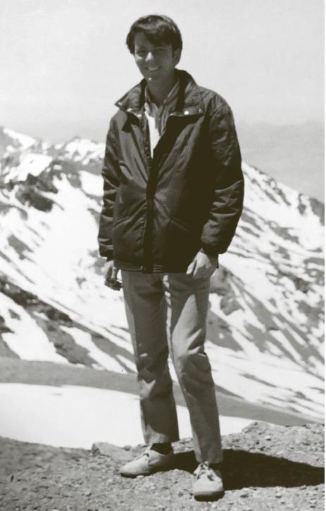 Forfatterbillede af Hans Petter Hougen i Udenfor skinner solen