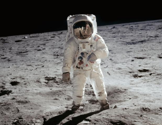 """Anja C. Andersen """"En lille bog om Månen"""". Credit: NASA"""