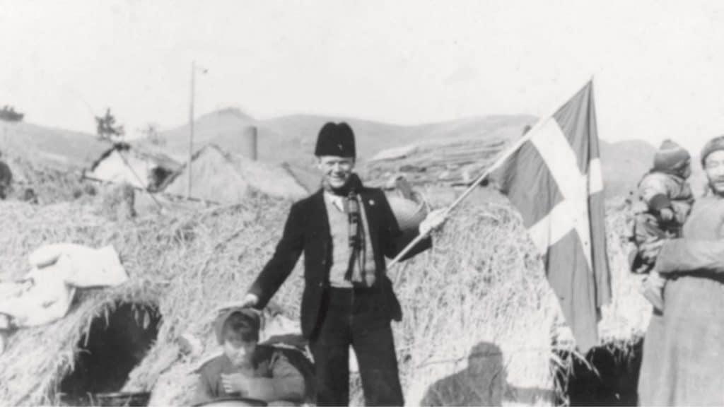 Bernhard Sindberg med hævet Dannebrog i Nanjing