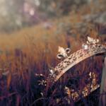 Tre fantastiske fortællinger om kongeriger med mørke hemmeligheder til din læseliste
