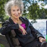 """""""Jeg ville have troet, jeg var for gammel."""" Margaret Atwood modtager Booker-prisen 2019"""