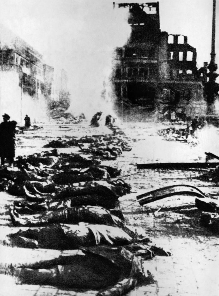 Dresden 1945. Lig i Dresdens gader efter luftangrebet