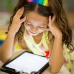 Har du et barn, der elsker YouTube eller gaming? Her er de bøger, der vil få dem til (også) at læse