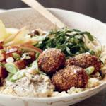 Prøv denne opskrift på falafel-bowl fra Meyers grønne proteiner