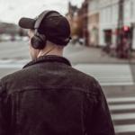 Når Danmark lukker ned, lytter vi til lydbøger