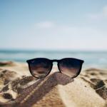 Mangler du inspiration til, hvad du skal læse i juli? Her anbefaler vi 10 sikre hit