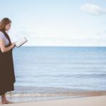 Hvad skal du læse i juni? 10 bøger til strandtaske og sommerhustur